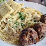 Fettuccine Alfredo w/ Aakukui Ranch beef meatballs &amp; Foccacia bread